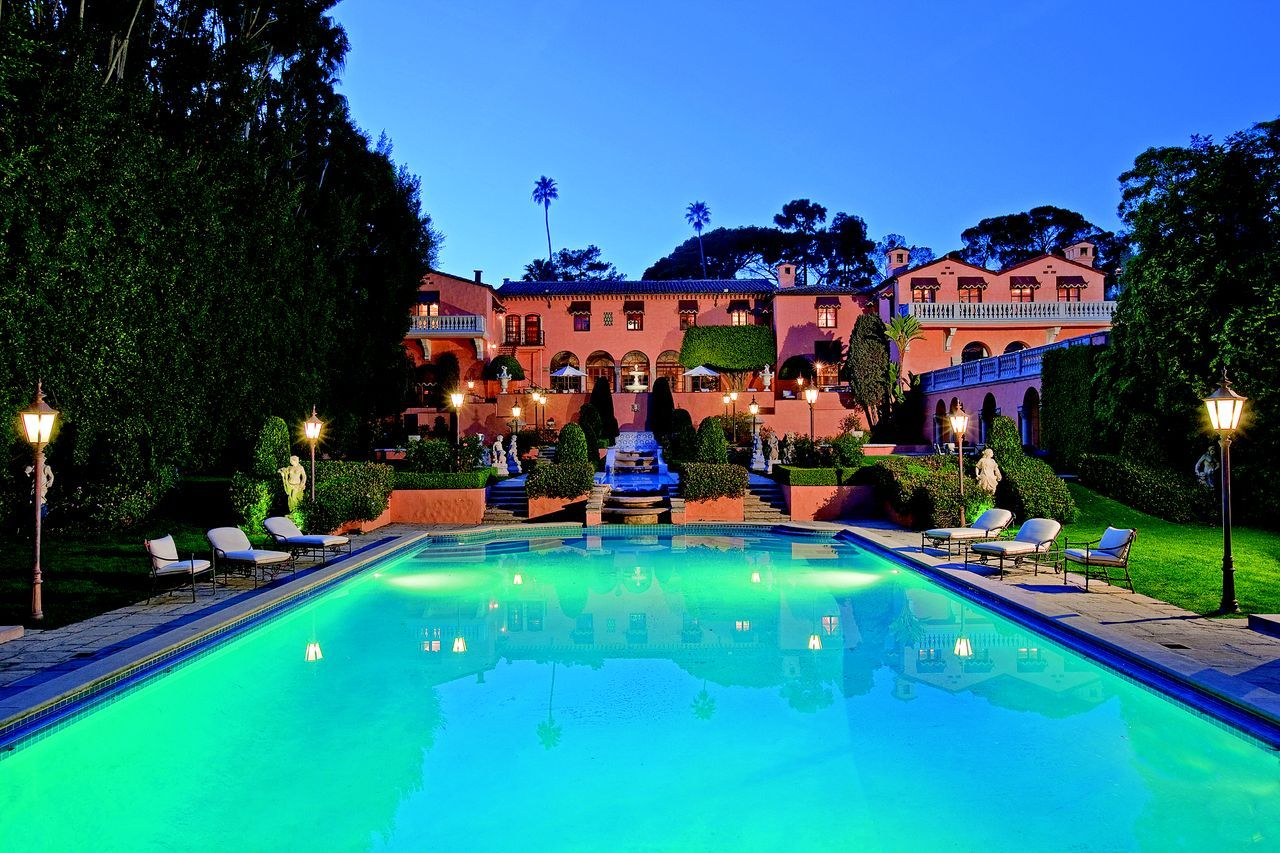 The 10 Most Envied Celebrity Homes in Beverly Hills beverly hills The 10 Most Envied Celebrity Homes in Beverly Hills Beverly House