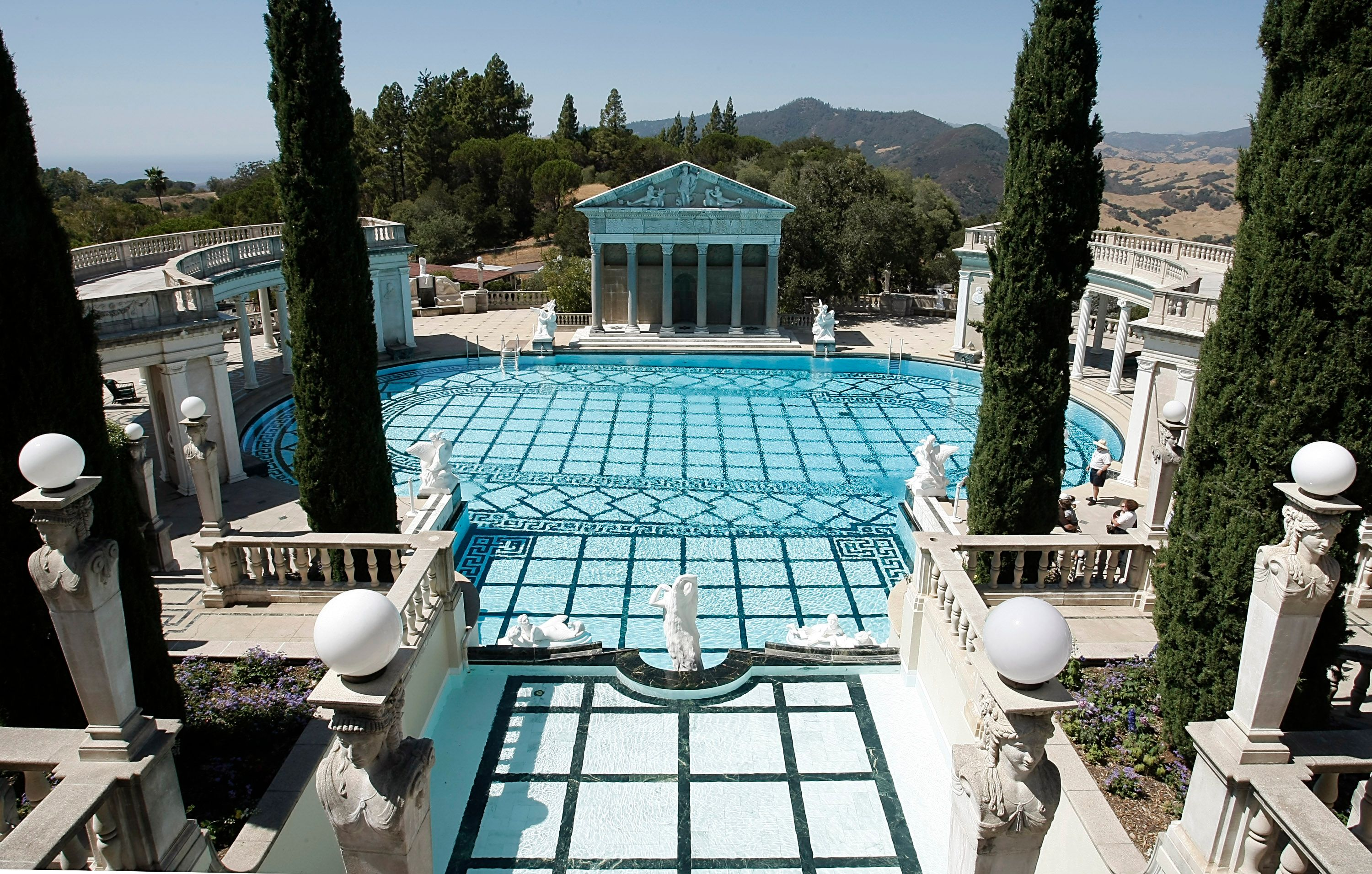 Dive Into The Most Luxurious Pools Of The Rich Therichest