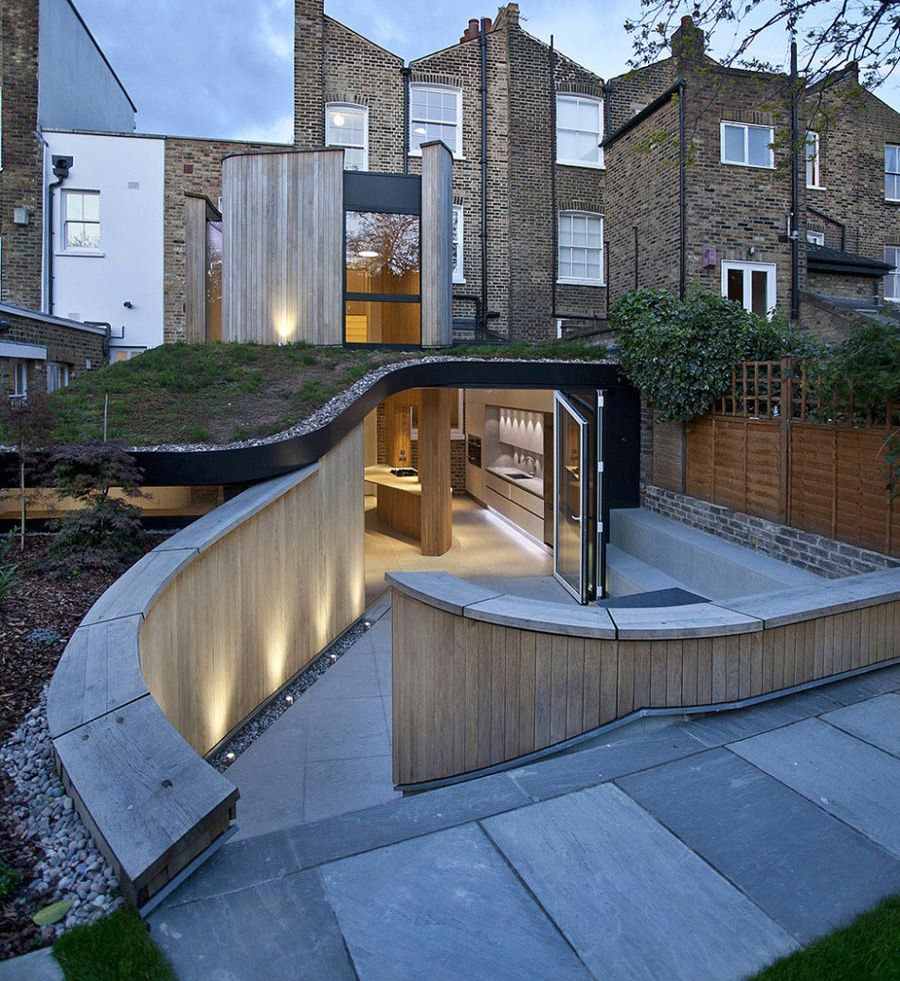 victorian-home-in-london-gets-curvaceous-bodacious-extension-1