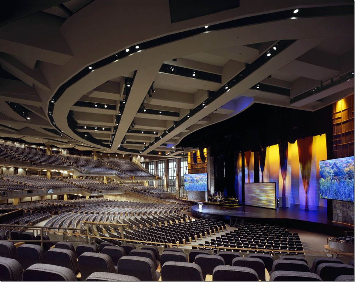 willowcreek-megachurch_thumb