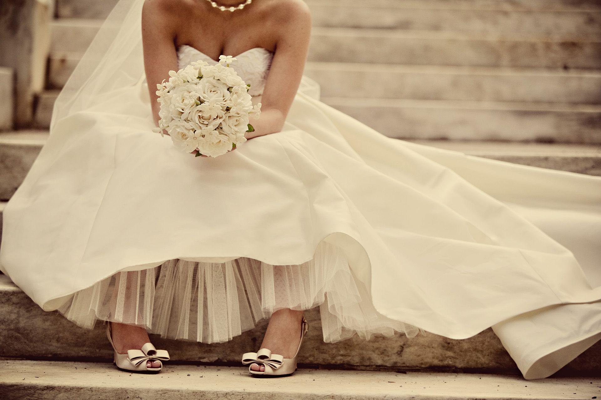 10 Outrageous Celebrity Wedding Dresses