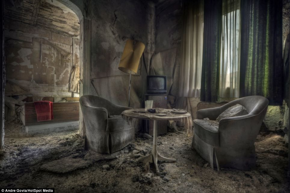 12 Haunted Hotels You Can Visit Right Now