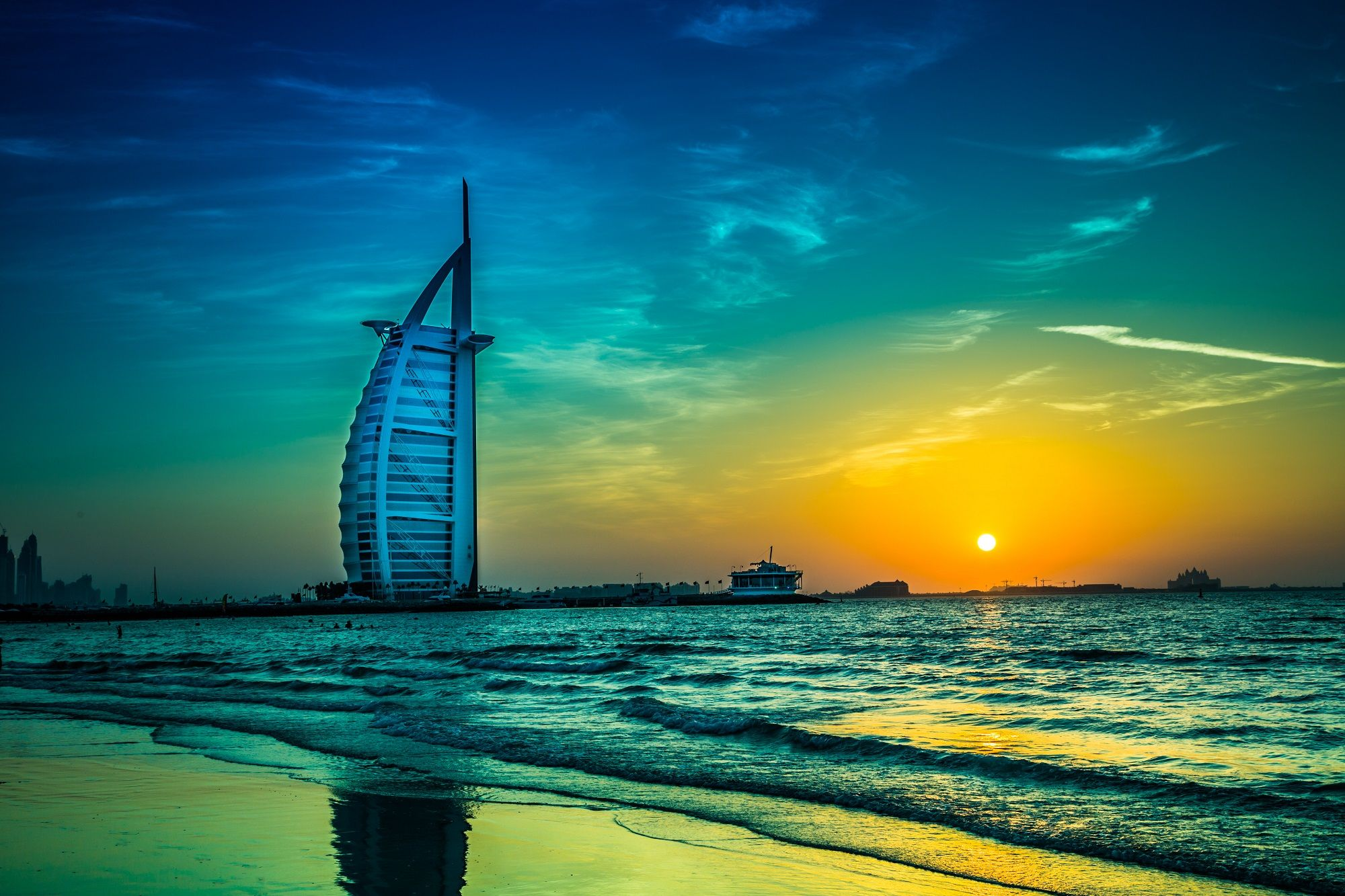 Top 10 Things You Must Experience in Dubai
