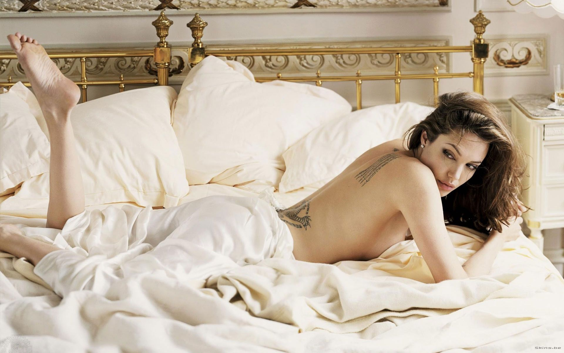 12 Actresses Who Enjoy Getting Naked