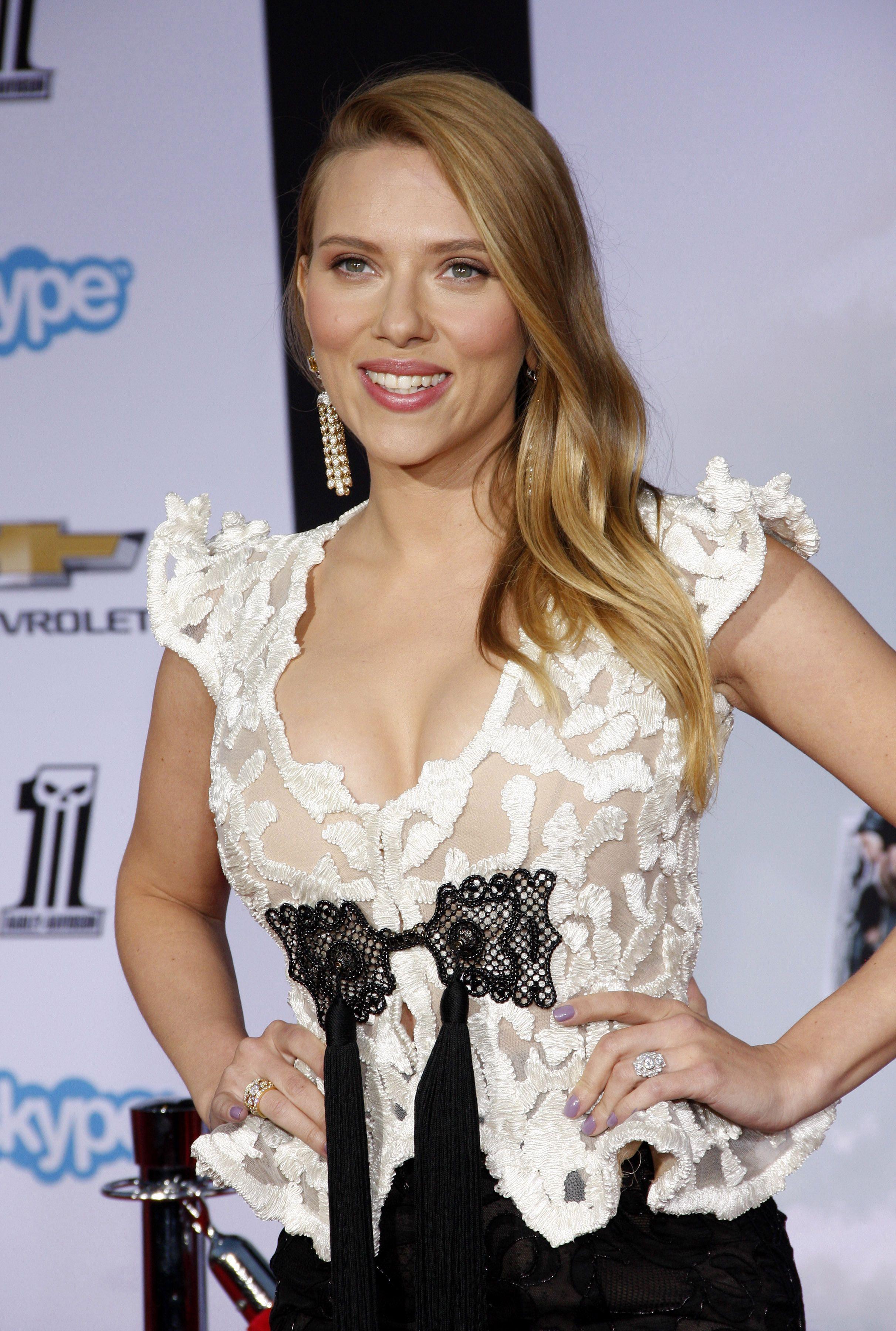 shutterstock_Scarlett Johansson (2)