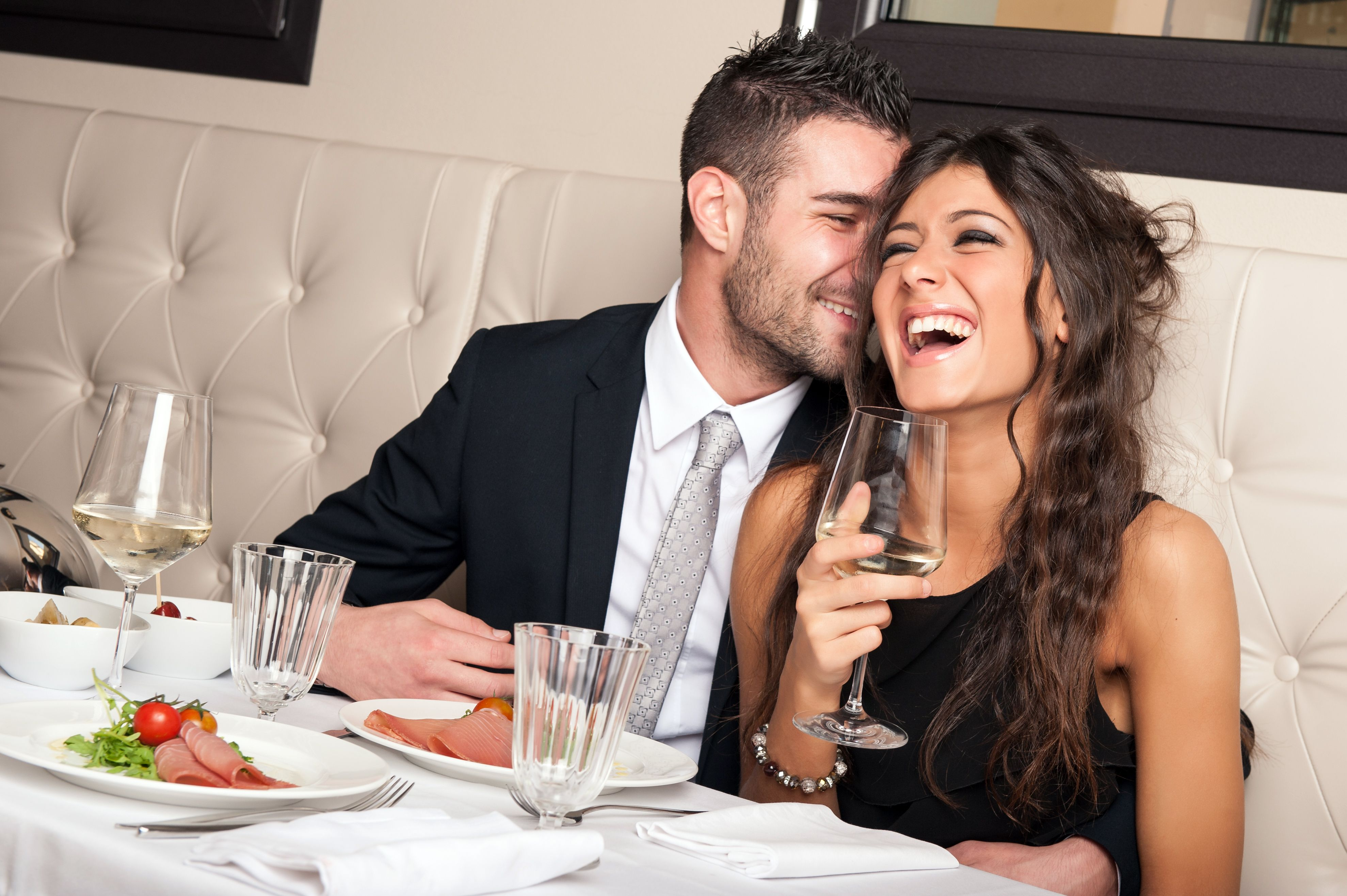 Top 10 Ways To Have A Romantic First Date (Hint: Skip Netflix And Chill!)