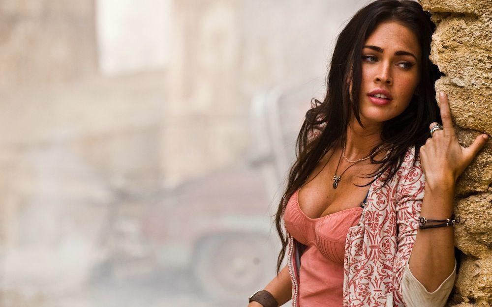 بالصور :8 كذبات عن النساء في الأفلام ينخدع بها الرجال