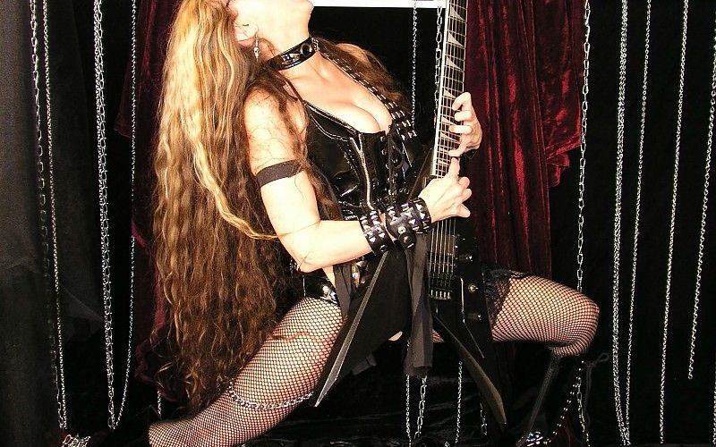 the-great-kat-heavy-metal-guitar-sexy-babe-blonde-ge-images-203894