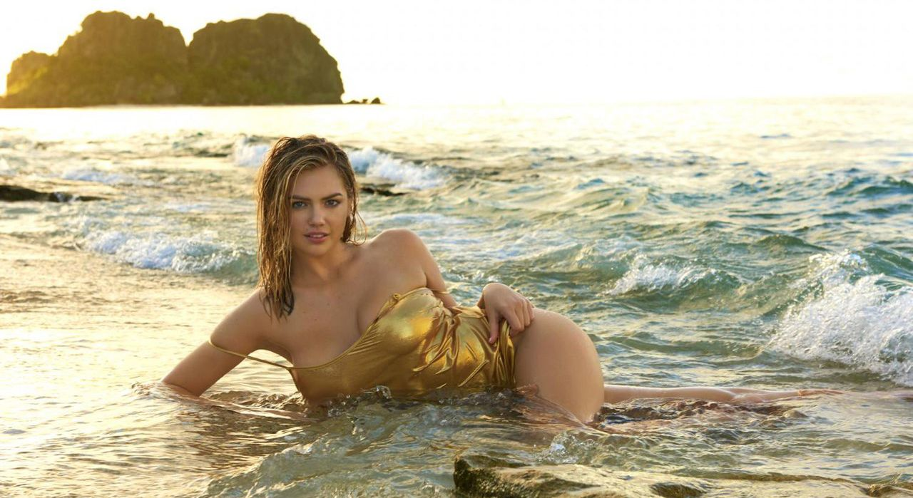15 hottest photos of kate upton by the water therichest voltagebd Choice Image