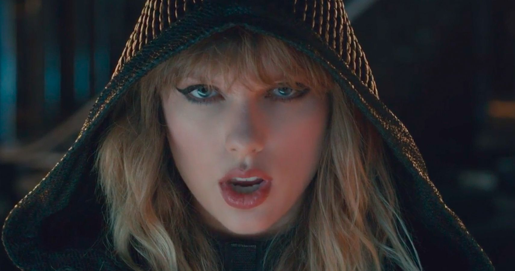 Taylor Swift Is Nude Cyborg In Latest Video  Therichest-3652
