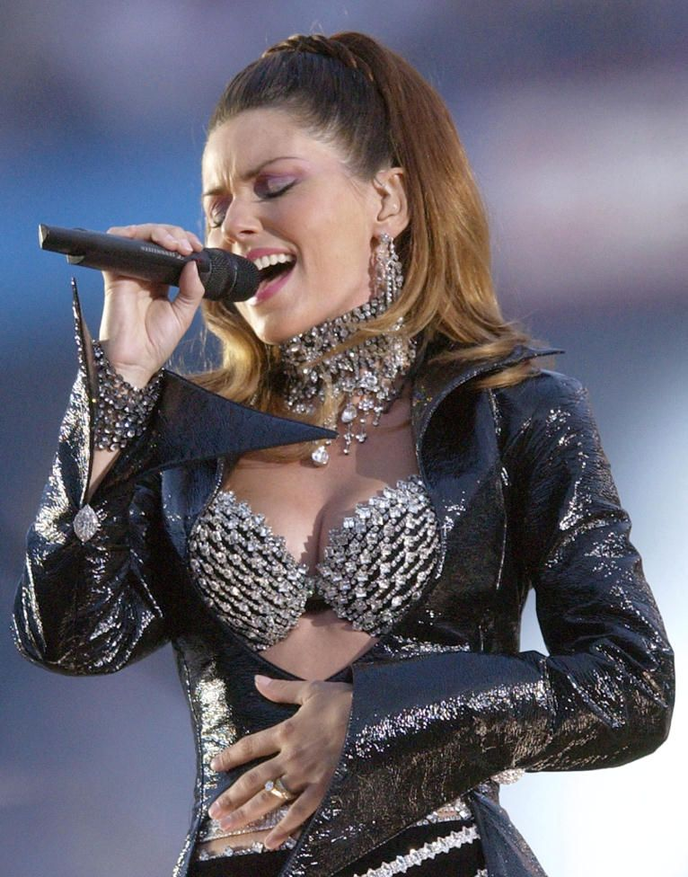 Shania-Twain-sexy-concert-picture