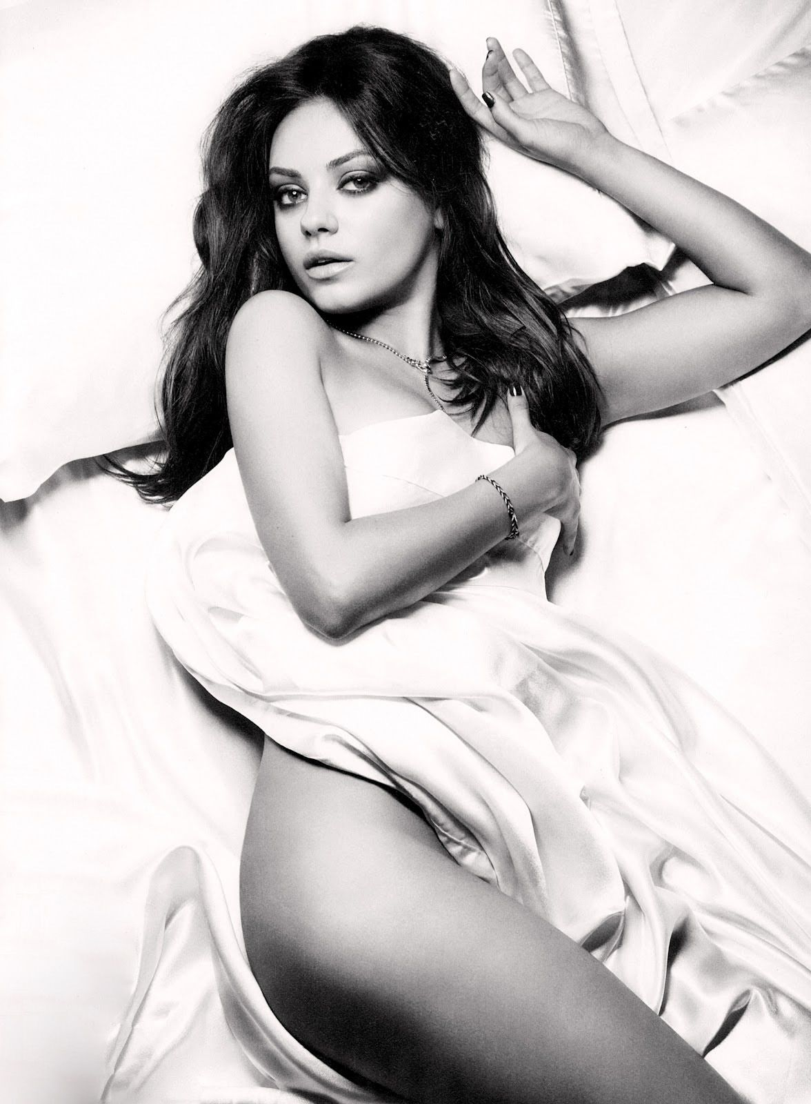 mila-kunis-esquire-magazine-november-2012-02-435x580